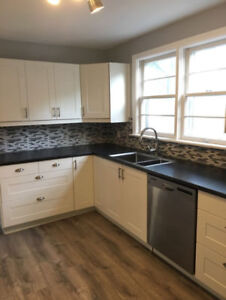 Newly Renovated Upper Unit 3 bedroom  - West Hamilton Mountain!!