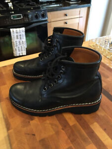 Women's Roots Boots: Tuffer, Raging Bull Leather: Size 6.