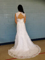 Robe de mariée en dentelle neuve/Never been worn lace wedding dr