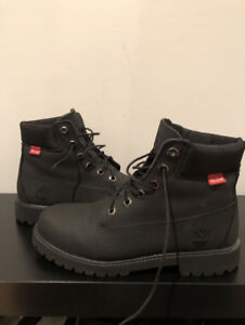 Black timberlands like new in box size 8