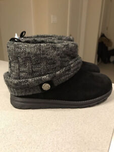 New with tags Muk Luks Boots Size 8