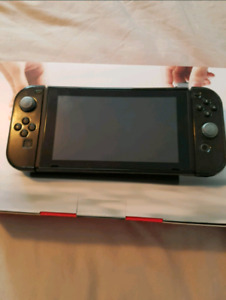 SELLING Mario Kart 8 + Nintendo Switch with accessories!