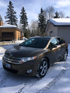 STILL WITH WARRANTY TILL JUNE-2018  2011 Toyota Venza V6 AWD