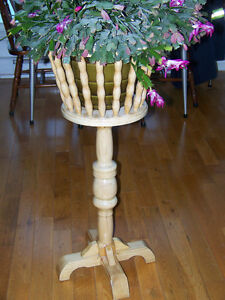 SOLID OAK PLANT STAND