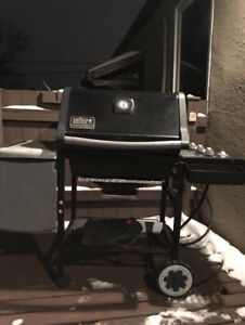 PRICE DROP $$$ WEBER GENESIS SILVER NATURAL GAS BBQ