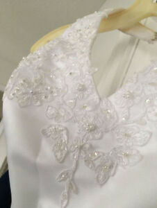 Size Small - Wedding / Dress - Great Condition!