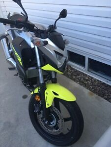 """2017 Honda """" CB 300F """" ABS has 1,092 kms  willing to PRICE MATCH"""