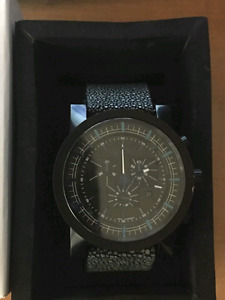 Brand new and very rare men's Nixon Magnacon Chrono Leather ll