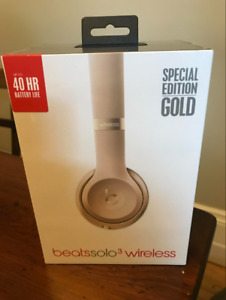 Unopened beats Solo3 headphones in Special Edition Gold!