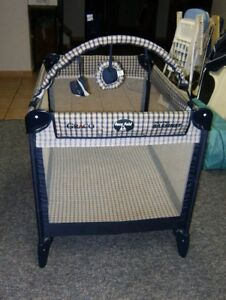 Playpen-GRACO easy folder like new and very clean-