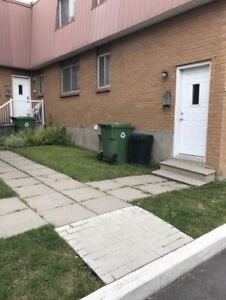 NEWLY RENOVATED TOWNHOUSE IN PIERREFONDS