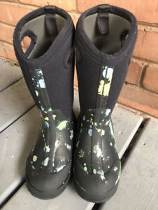 Kids Size 13 Bogs for boys or girls in good condition