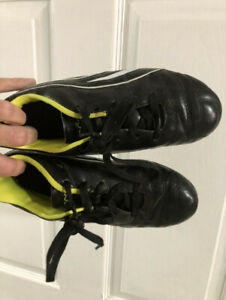 Youth Puma size 5 soccer cleats