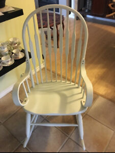 Beautiful and Solid Rocking Chair