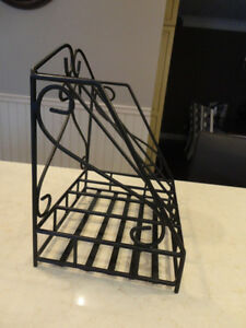 "Wrought Iron Magazine Rack -In Excellent Condition 15 x12.5 x10"" Kitchener / Waterloo Kitchener Area image 2"