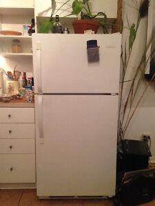 Refrigerateur/Fridge 28po/inch, rare !