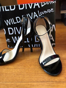 High heel sandal Size 6, never worn, still with tags and box!