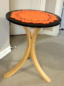 Modern One Piece Side Table with FREE table mat!