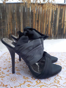 GUESS BY MARCIANO ANKLE WRAP STILETTOS SIZE 8 WORN ONCE