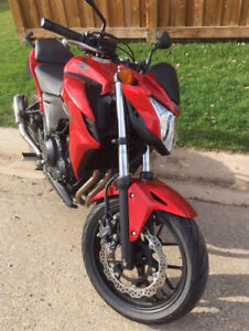 Honda CB500F Like new condition. Only 2700 km!