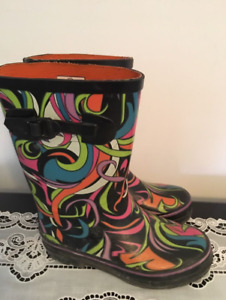 Water boots size 1. AVAILABLE