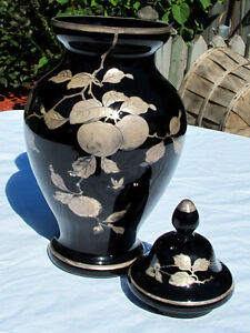 BEAUTIFUL BLACK & GOLD VASE (CZECHOSLOVAKIA) Kitchener / Waterloo Kitchener Area image 4