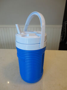 Brand new Rubbermaid Insulated 1/2 gallon Thermos Cooler w/Spout Kitchener / Waterloo Kitchener Area image 1