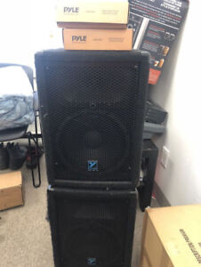 2 yorkville speakers YX10p and 2 Pyle Microphones