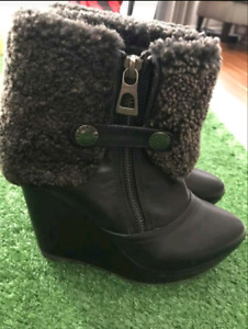 NeW! Rudsak Wmn's Sz6 Black Leather Ankle Boots with Shearling.