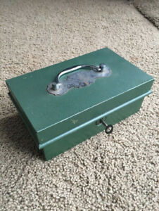 Vintage 1930s 1940s Victa Metal Cash Box w/ Key Made in England