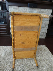 """Antique Solid Wood Bassinet -Crib- Bed on casters 40"""" Long Kitchener / Waterloo Kitchener Area image 8"""
