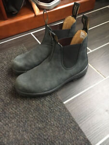 *NEW* blundstone boots Sz. 9