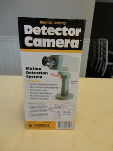 Realistic Looking Motion Activated Security Camera - Uses 2 AA's Kitchener / Waterloo Kitchener Area image 1