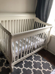 Sleigh Crib - Converts to toddler bed