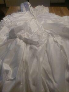 Une belle robe de mariée et un beau voile Saguenay Saguenay-Lac-Saint-Jean image 8
