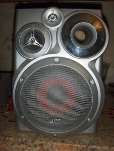 JVC 2 silver shelf speakers, JAPAN in excellent condition