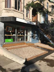 CAFÉ TERRASSE GALERIE CLEFS EN MAIN À LOUER MILE END