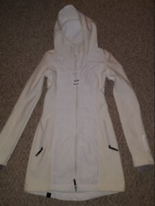 Women's bench long white jacket. Size xs.  New with tags
