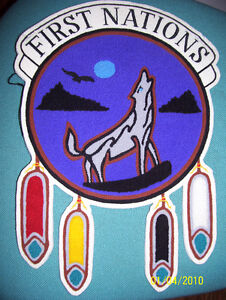 Broderie first nations avec loup et plumes