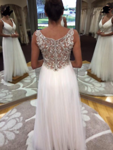 Maggie Sottero 'Phyllis' size 10.. great for destination wedding