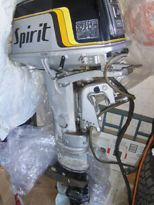 25hp Suziki Spirit outboard motor w/ electric starter West Island Greater Montréal image 3