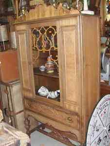 1930's/40's CHINA CABINET*REDUCED to $125.00*