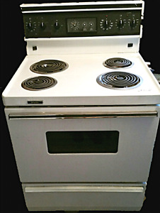 """Full size Electric Stove , Frigidaire, 30 """"wide, for sale"""