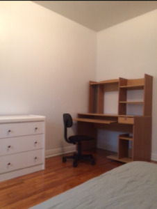 Big room in 4 1/2 appartment for rent in cote des neiges