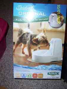 DRINKWELL PET FOUNTAIN AND SPARE FILTERS