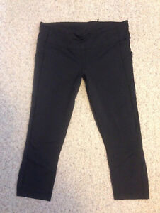 Lululemon pace rival crops size 12