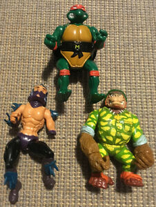 Lot of Vintage 1990s Teenage Mutant Ninja Turtles (TMNT) Figures