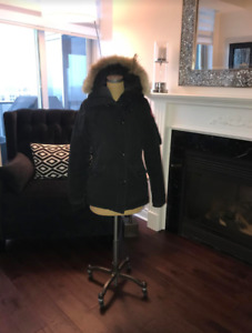 Women's Canada Goose Jacket (Size Small)
