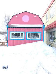 Little Pink Barn For Rent - Seasonal Retail Location in Muskoka