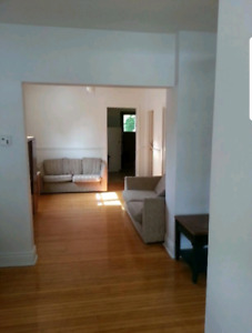 ROOMS AVAILABLE IN ALL GIRLS STUDENT HOUSE NEAR MCMASTER